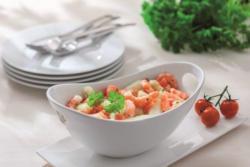 Spargelsalat mit Garnelen, frischem Spargel und Tomatenwürfel in einer Kräuter-Vinaigrette