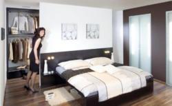 Trendige Schlafzimmer-Einrichtung mit begehbarer Garderobe in Dekor Perlschwarz