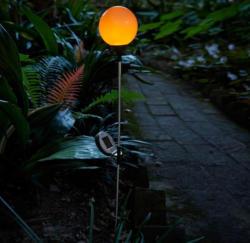 Solarstecker-Feuerkugel mit täuschend echter Flamme, ca. 10x67cm