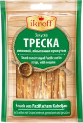 Snack aus Pazifischem Kabeljau in Streifen mit Sesam bestreut, getrocknet und gesalzen