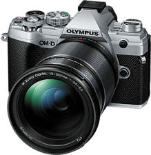 OLYMPUS OM-D E-M5 Mark III Body + M.Zuiko Digital ED 12-200mm F3.5-6.3 - Appareil photo à objectif interchangeable (Résolution photo effective: 20.4 MP) Argent